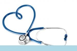 Fonendoscopio de color azul en forma de corazón