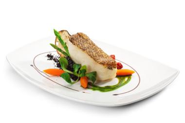 Pescado blanco con zanahoria, espárragos, canónigos y salsa pesto